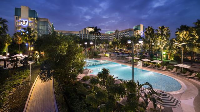 hkdl-hotel-disney-hollywood-hotel-exterior-002