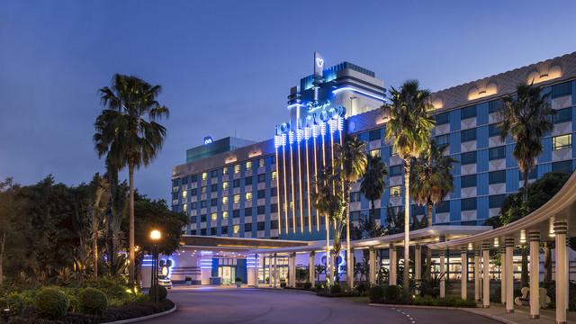 hkdl-hotel-disney-hollywood-hotel-exterior