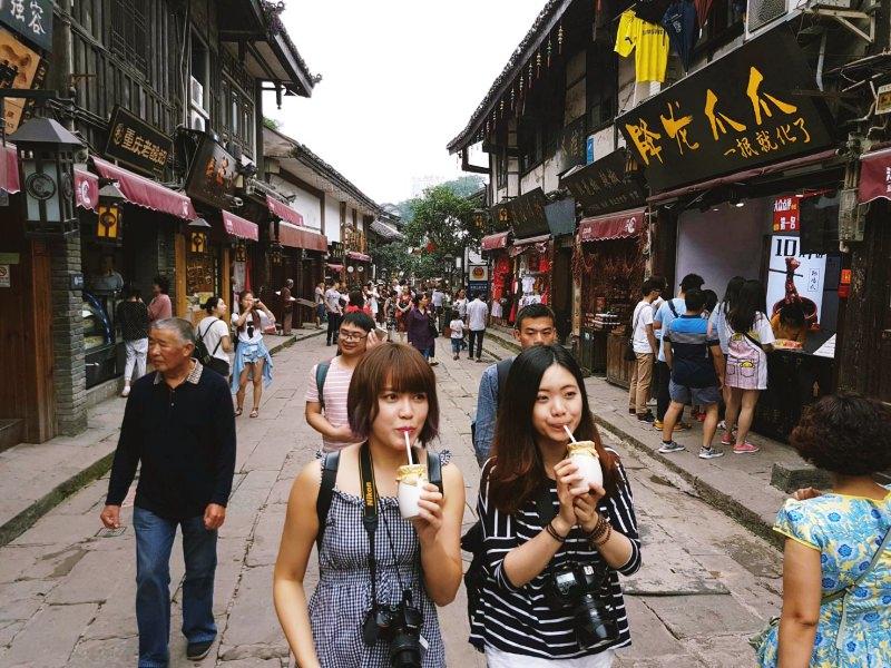 女孩愛旅行!跟毛摳旅遊去 ►中國重慶 – 重慶磁器口古鎮!明清風格的古街道建築~