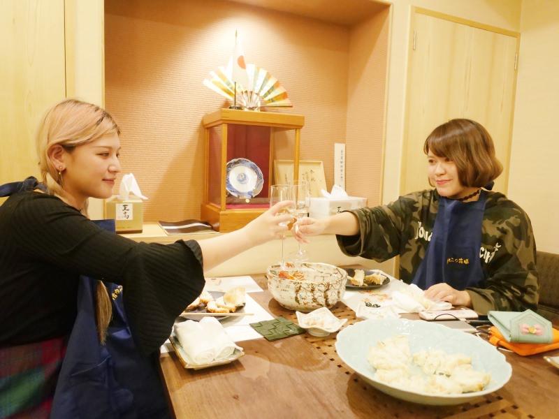 女孩愛旅行!跟毛摳旅遊去 ► 【北海道美食】札幌帝王蟹螃蟹料理餐廳・活カニの花咲!新鮮就是好好吃~