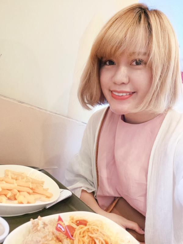 女孩愛旅行!跟毛摳旅遊去 ► 宿霧學英文 – 去菲律賓宿霧一定要吃的菲式速食Jollibee!