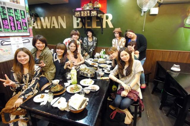 【食記】女孩們的熱炒PA♥吱吱喳喳吃美食-東區鮮納肚